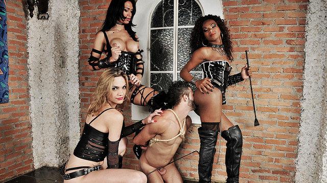 Adelaide Novaes, Cybelli Calmon et Jennifer Lopez